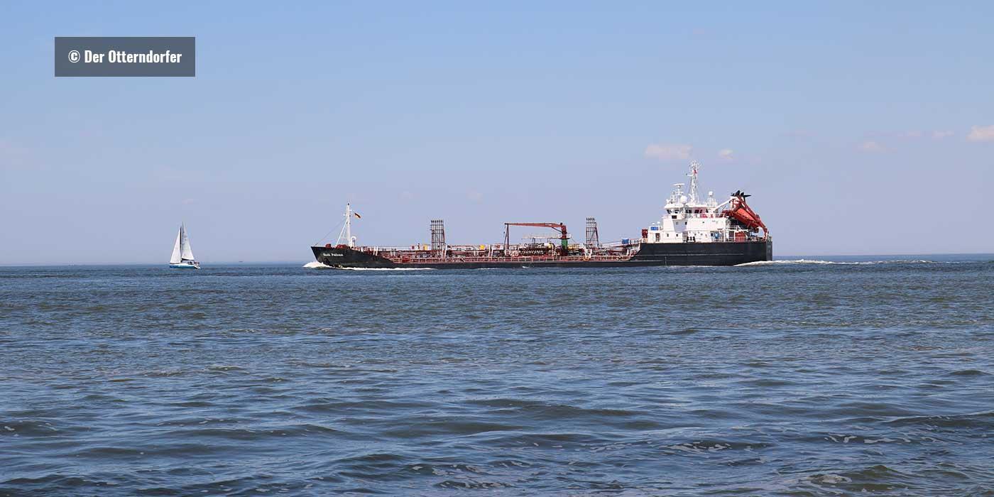 Schiffe gucken  Ausflüge - Schiffe vor Otterndorf anschauen