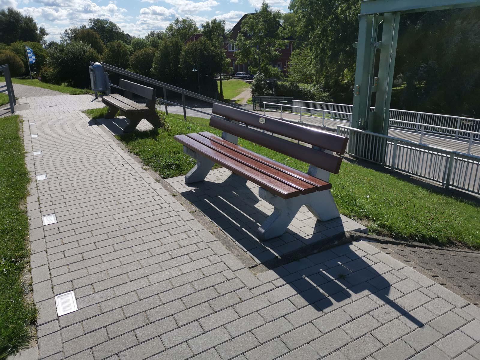 Sitzbänke am Deich von Otterndorf